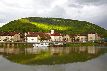 Houseboat in the Doubs-Rhine-Rhone-channel at Clerval, PK 127, Doubs, Region Franche-Comte, France, Europe