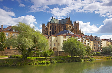 River Mosel and Saint Etienne Cathedral, Metz, Moselle, Region Alsace Lorraine, France, Europe
