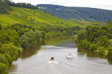 Houseboat on the river Saar near Kanzem lock, Rhineland-Palatinate, Germany, Europe