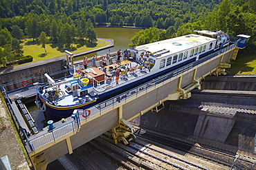 Houseboat, Inclined Slope of St-Louis-Arzviller, 44, 656m, Canal de la Marne au Rhin, Houseboat, Moselle, Region Alsace Lorraine, France, Europe