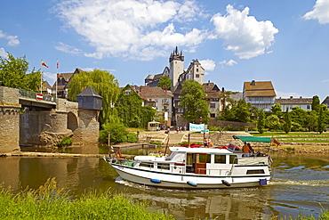 Diez on river Lahn with Diez castle and old bridge, Diez, Westerwald, Rhineland-Palatinate, Germany, Europe