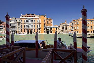 Jetty with boat on the Grand Channel, Palazzo Barbarigo della Terrazza, Venice, Italy