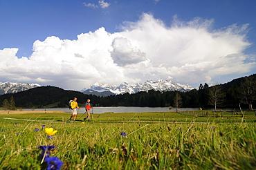 Couple hiking at Lake Gerold, near Klais, Upper Bavaria, Bavaria, Germany, Europe