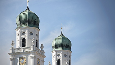 Church towers of St. Stephan's Cathedral, old town of Passau, Lower Bavaria, Bavaria, Germany