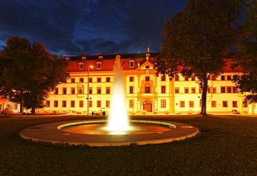 State Chancellery of Thuringia at night, former kurmainzische Statthalterei, Hirschgarten, Erfurt, Thuringia, Germany