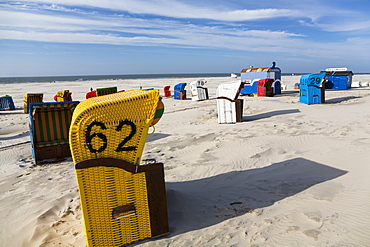 Beach chairs on the beach, Juist Island, North Sea, East Frisian Islands, East Frisia, Lower Saxony, Germany, Europe