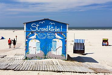 Beach chairs on the beach with rental hut, Juist Island, North Sea, East Frisian Islands, East Frisia, Lower Saxony, Germany, Europe