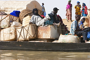 Pinasse carrying cargo and passengers on the Niger River between Mopti and Lake Débo, Mali