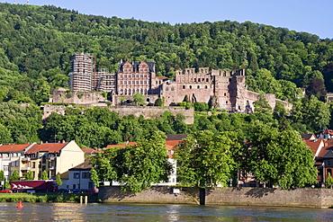 Heidelberger Schloss (Heidelberg Castle), as seen from the Neckar River, Heidelberg, Germany