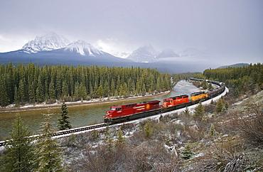 Morant's Curve, Banff National Park, Alberta.