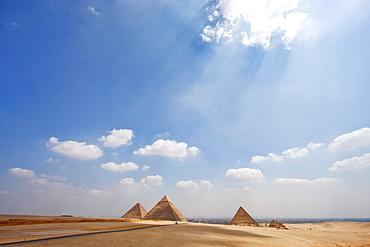 Great Pyramid of Khufu (Cheops), Pyramid of Khafre (Chephren) and Pyramid of Menkaure (Mycerinus), Giza, Al Jizah, Egypt