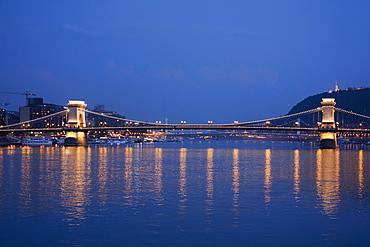 Szuchenyi lunchid (Szechenyi Chain Bridge), Budapest, Hungary