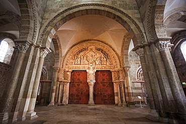 Jesus, encased in a mandorla, on the tympanum over the central doors in the narthex of Vuzelay Abbey (Basilique Sainte-Marie-Madeleine), Vuzelay, Yonne, France