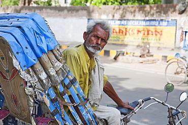 Rickshaw driver, Patna, Bihar, India