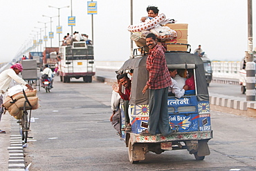Auto rickshaw on the Mahatma Gandhi Seti (Bridge), Patna, Bihar, India