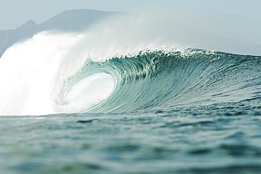 Hawaii, Oahu, Pipeline, Wave breaking.
