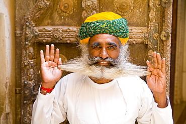 India, Rajasthan, Jodhpur, Fort Mehrangarh, Fort Palace, bearded palace guard.