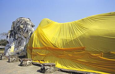 Thailand, Ayuthaya, Wat Logya Suthat, Reclining Buddha, yellow cloth draped over
