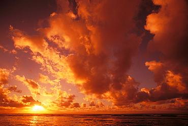 Hawaii, Kauai, Wailua, Sunrise over the ocean on a cloudy morning.