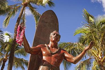 Hawaii, Oahu, Waikiki, Duke Kahanamoku statue in front of Kuhio Beach Park.