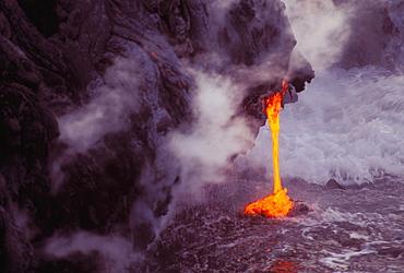 Hawaii, Big Island, Hawaii Volcanoes National Park, close-up of lava flow into sea