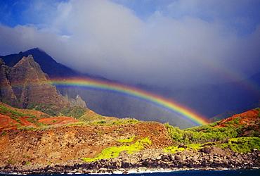 Hawaii, Kauai, NaPali Coast, rainbow over the coastline