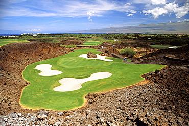 Hawaii, Big Island, Kohala, Mauna Lani Resort, Francis I'i Brown, North Golf Course, sand traps, lava surrounding green