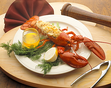 Lobster Thermador, lemon and butter, garnish on plate, wooden platter C1179