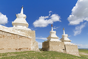 Stupas on the enclosure wall surrounding Erdene Zuu Monastery, Karakorum (Kharkhorin), Övörkhangai Province, Mongolia