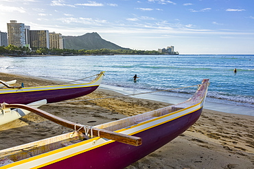 Outrigger canoes, Waikiki and Diamond Head on the island of Oahu, Honolulu, Hawaii, United States of America