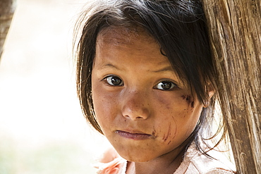 Portrait of a Hmong girl in Na Kam Peng, also called Bomb Village, Xiangkhouang, Laosa