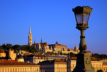 Chain Bridge, Matyas Church (Matthias Church) and Fisherman's Bastion, Budapest, Hungary, Europe