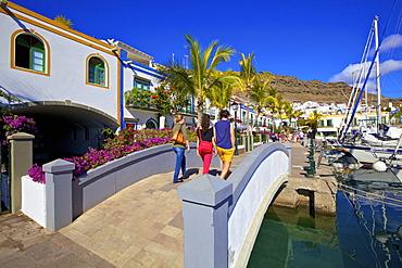 Tourists at Puerto de Morgan, Gran Canaria, Canary Islands, Spain, Atlantic Ocean, Europe