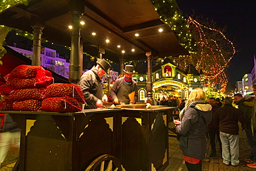 Roasted Chestnut Vendors, Cologne Christmas Market, Cologne, North Rhine-Westphalia, Germany, Europe