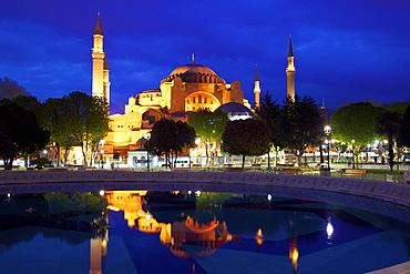 Hagia Sophia (Aya Sofya Mosque) (The Church of Holy Wisdom), UNESCO World Heritage Site, at sunrise, Istanbul, Turkey
