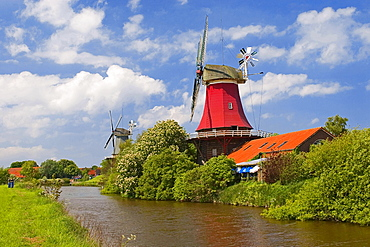 Windmills, twin mills, Greetsiel, Lower Saxony, Germany