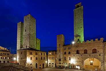 Twin towers, view from cathedral, San Gimignano, twin towers of the Salvucci family, San Gimignano, Tuscany, Italy