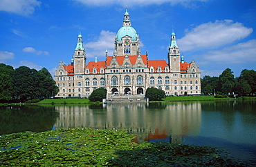 New Town Hall at lake, Hanover, Lower Saxony, Germany