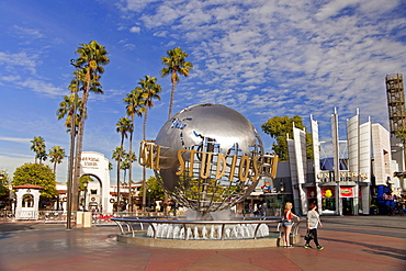 Uniglobe, globe, world ball, entrance, amusement park, Universal Studios Hollywood, Universal City, Los Angeles, California, USA / L.A.