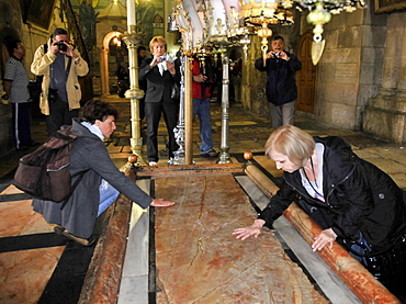 Stone of Anointing, pilgrims, Basilica of the Holy Sepulchre, Golgotha, Old CIty, Jerusalem, Israel / Church of the Resurrection