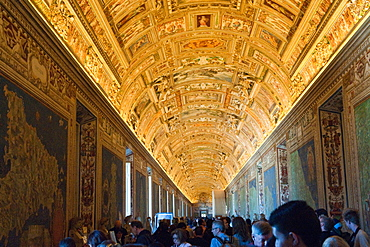Ceiling painting, tourists, Galleria delle carte geografiche, Hall of geographic maps, Vatican Museums, Vatican city, Rome, Latium, Lazio, Italy, Europe / Vatican museums