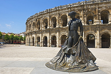 Torero statue infront of the Roman amphitheatre in Nimes, Languedoc-Roussillon, France