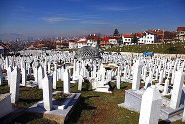 Grave of Alija Izetbegovic and Muslim gravestones at Kovaci Martyrs Memorial Cemetery, Sarajevo, Bosnia, Bosnia and Herzegovina. Eirp[e