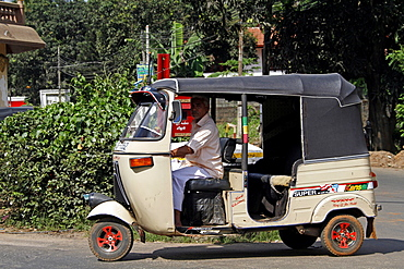 Cream tuk-tuk, Matale, Sri Lanka, Asia