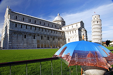 Photographic Umbrella, St. Mary's Cathedral, Leaning Tower, UNESCO World Heritage Site, Pisa, Tuscany, Italy, Europe