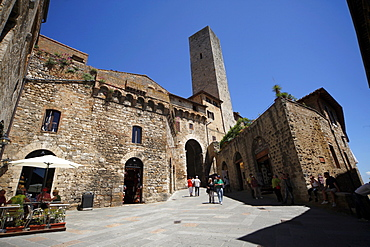 Tower and Street Square, San Gimignano, UNESCO World Heritage Site, Tuscany, Italy, Europe