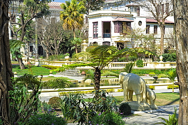 Garden of Dreams, Gallery building and pond, Kaiser Mahal Palace, Thamel district, Kathmandu, Nepal, Asia