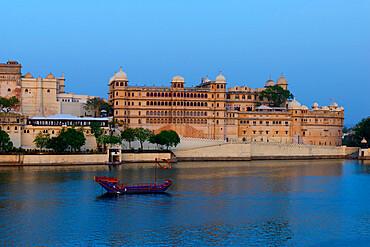 City Palace and lake Pichola, Udaipur, Rajasthan, India
