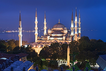 Sultan Ahmet Mosque (Blue Mosque) at twilight, Istanbul, Turkey, Europe