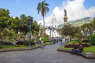 Independence Square, Metropolitan Cathedral, Memorial to the Heroes of the Independence, Quito, UNESCO World Heritage Site, Pichincha Province, Ecuador, South America